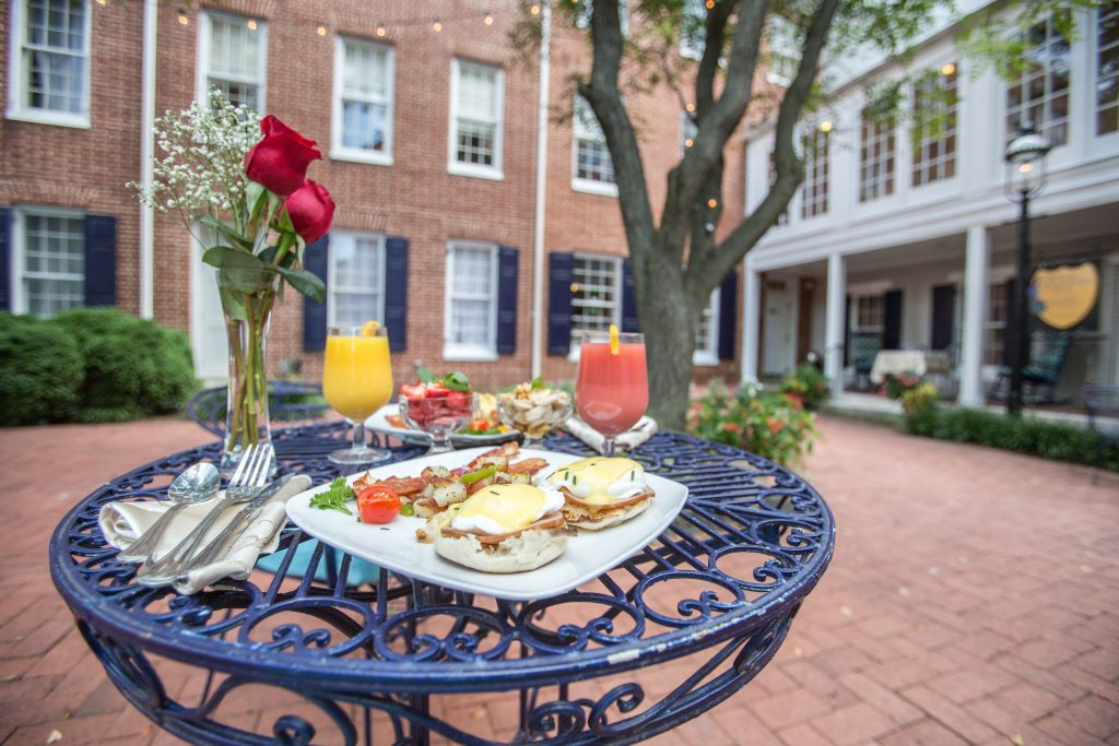 1840s Carrollton Inn Courtyard