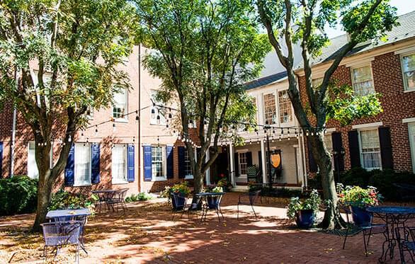 1840s Carrollton Inn Courtyard - Kirsten Smith Photography
